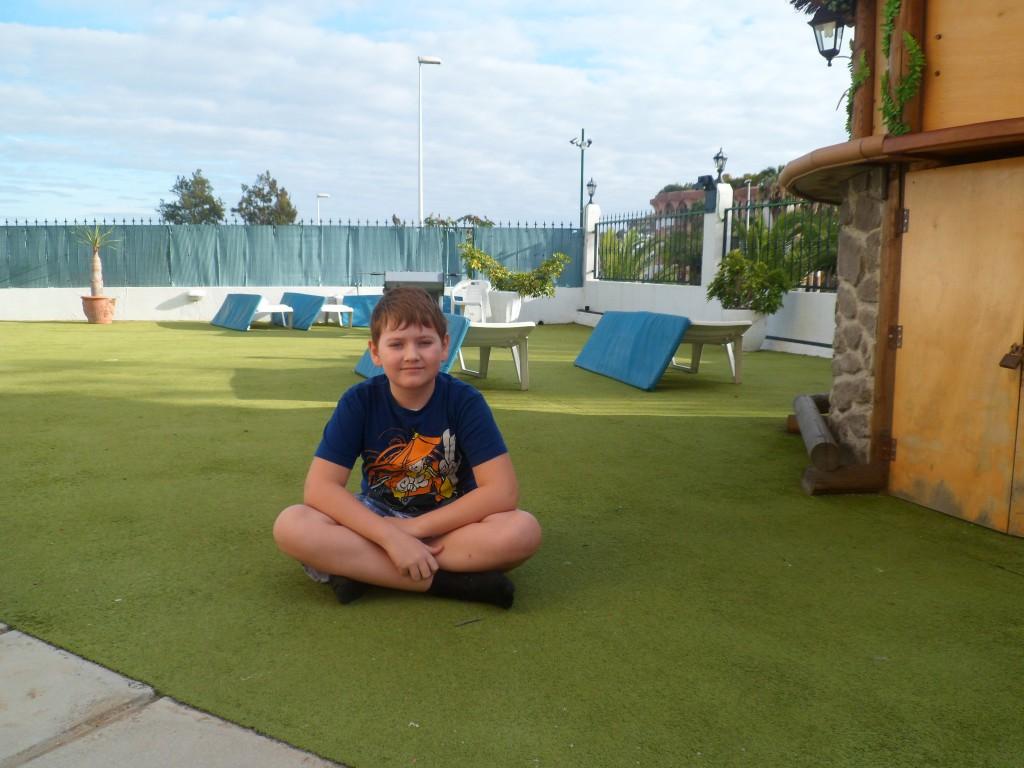 Зеленая полянка в отеле Los Dragos Norte