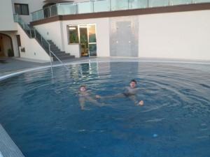Бассейн с подогревом в отеле Royal Sun